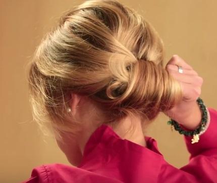 Коктейльная причёска на средние волосы - Шаг 4