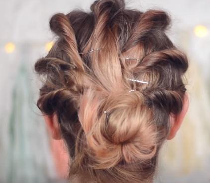 """""""Ребристая"""" причёска на средние волосы - Шаг 6"""