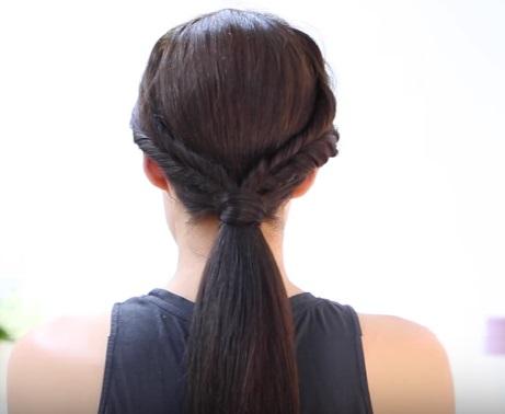 Низкий хвост со жгутиками на средние волосы