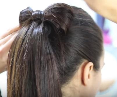 Хвостик с бантиком на средние волосы - Шаг 4