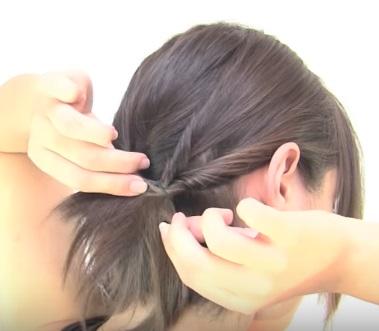 Причёска из шести жгутиков на короткие волосы - Шаг 3