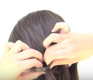 Причёска из шести жгутиков на короткие волосы - Шаг 4