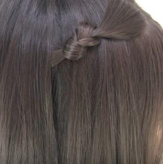 Причёска с узелками для коротких волос - Шаг 2