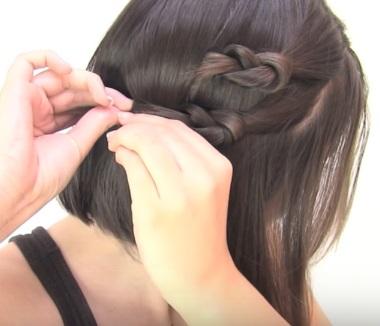 Причёска с узелками для коротких волос - Шаг 3