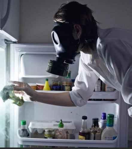 Избавиться от запахов в холодильнике