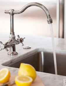 Свежий лимон чтобы избавится от неприятных запахов на кухне