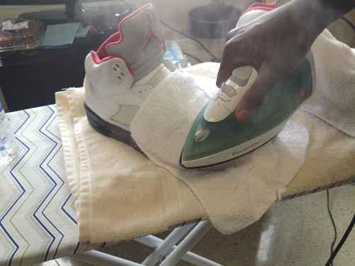 Как убрать заломы на кроссовках