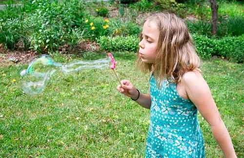 Как сделать в домашних условиях мыльные пузыри 4