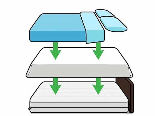 После чистки матраса заправьте кровать.