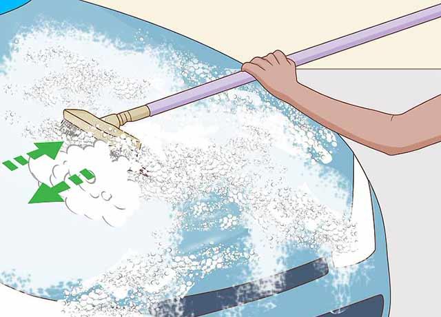 Как пользоваться автомойкой самообслуживания - Почистите свой автомобиль с помощью щётки и пены.
