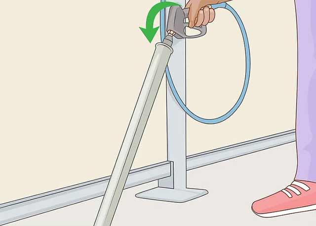 Как пользоваться автомойкой самообслуживания - Верните распылитель в держатель.
