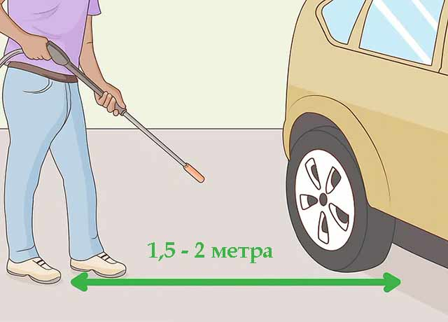 Как пользоваться автомойкой самообслуживания - Во время мойки стойте на расстоянии 1,5-2 метра от автомобиля.