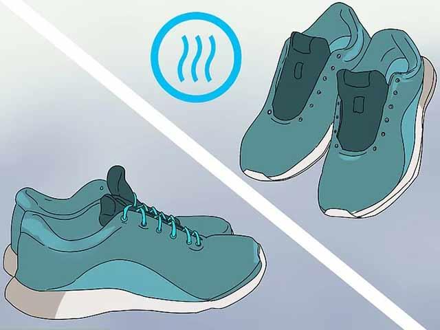 Дайте кроссовкам высохнуть естественным путем, а затем зашнуруйте их.