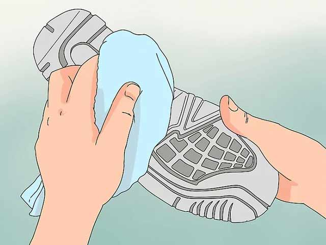 Протрите подошву сухим полотенцем и наслаждайтесь чистыми кроссовками!