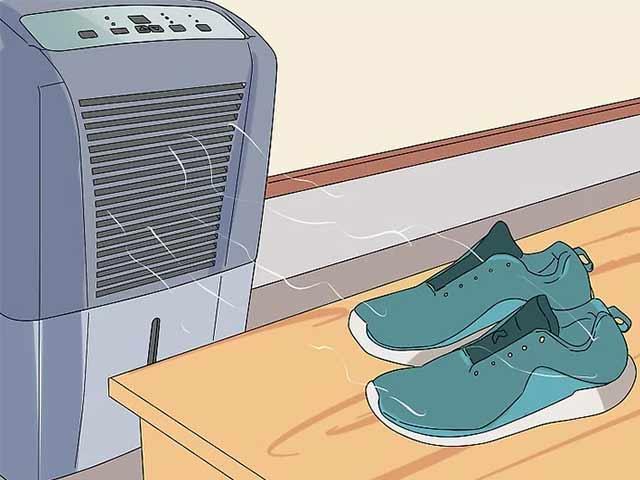 Пусть ваша пара кроссовок высохнет на воздухе.