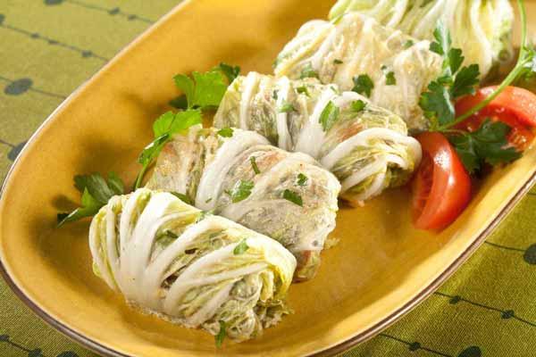 Голубцы из «пекинки» с рисом и овощами