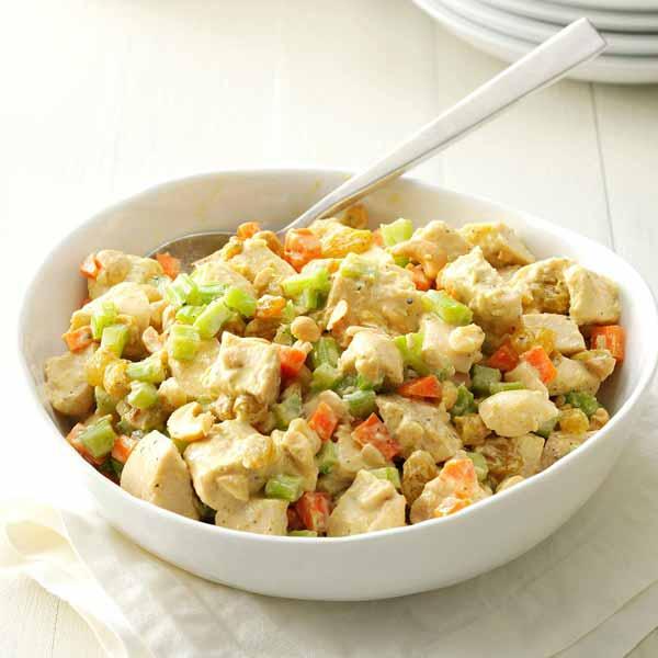 Домашний салат с курицей и кешью