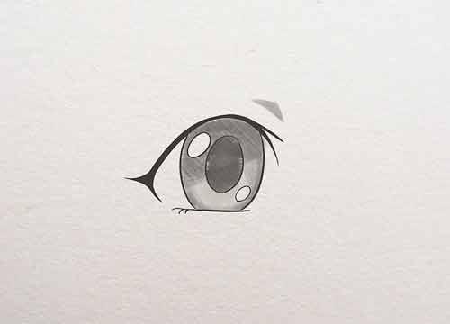Поэтапно заполните зрачок и радужку глаза