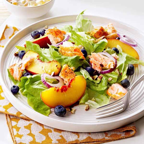 Салат с лососем для худеющих