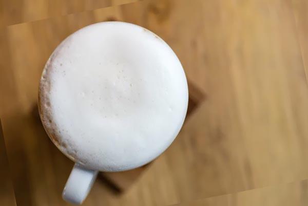 Молочная пена в кружке