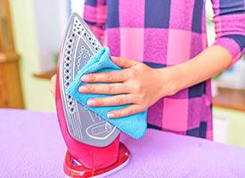 Чем почистить утюг в домашних условиях от прилипшей ткани