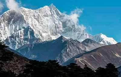 Гора Гангкхар Пуенсум, Бутан - Эта гора, расположенная в Бутане, высотой 7570 м. и она никогда не была покорена.