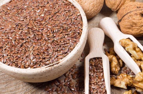 Грецкие орехи и семена льна