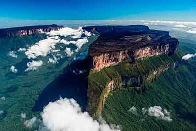 Рорайма - платовидная гора, длиной около 14 км и шириной более 3,5 км.
