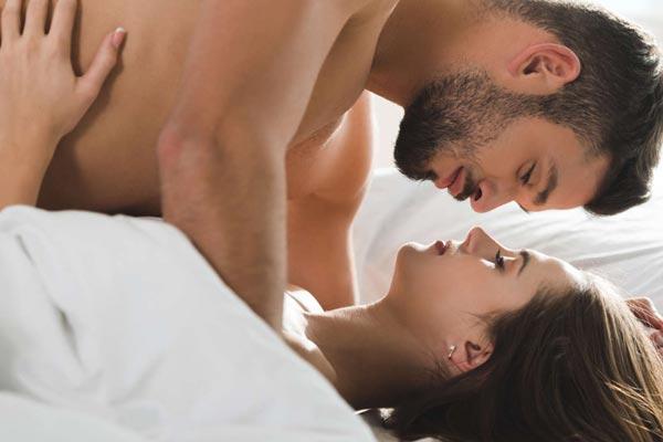 Лежа на спине во время секса, вам будет легче забеременеть.