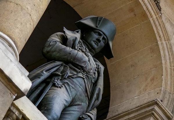 Наполеон Бонапарт был очень маленького роста.