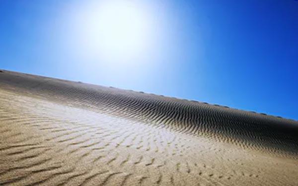 В пустыне всегда жарко.