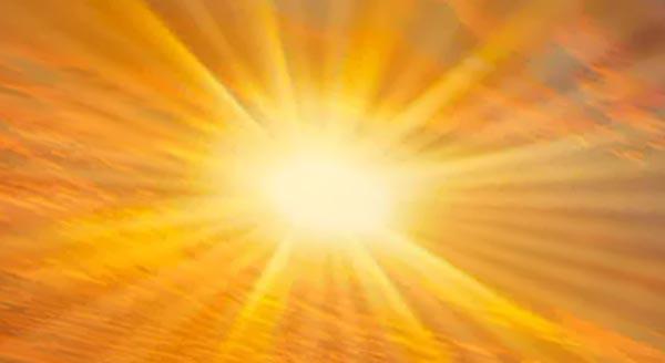 Солнце желтое.