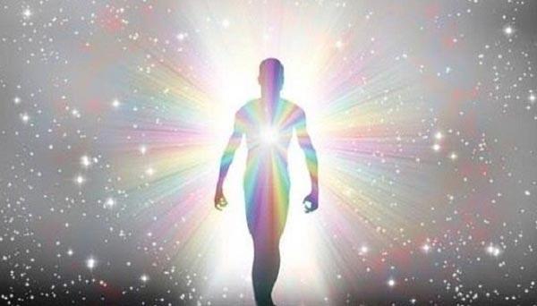 Человеческое тело буквально светится.