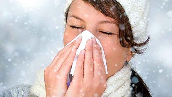 Миф: холодная, влажная погода может вызвать простуду.