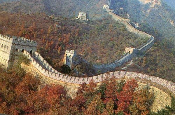 Великая Китайская стена-единственное рукотворное сооружение, видимое из космоса.