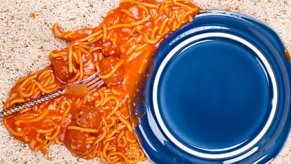 Безопасно есть пищу, которая была на полу в течение пяти секунд или меньше.