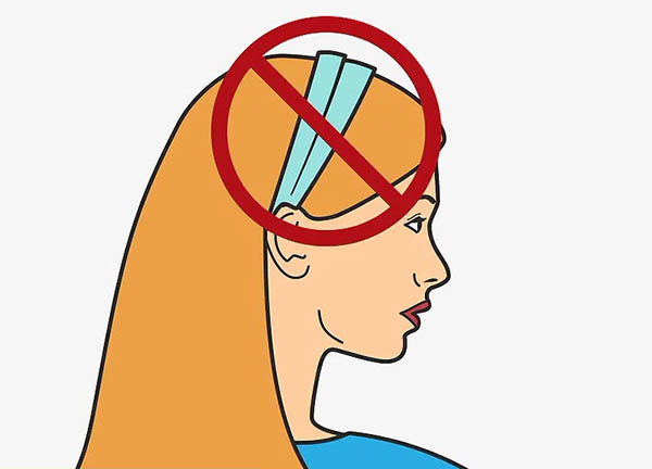 Снимите все украшения для волос, которые могут помешать измерить обхват головы.