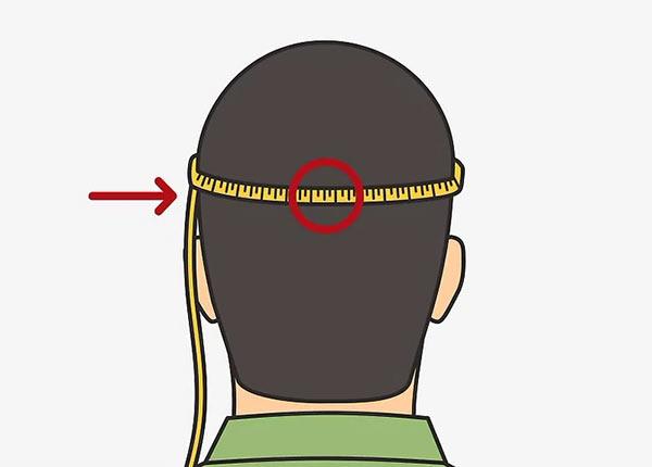 Оберните сантиметр вокруг головы так, чтобы он находился примерно на середине затылочной кости