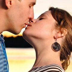 Сколько калорий сжигает поцелуй в губы за минуту?