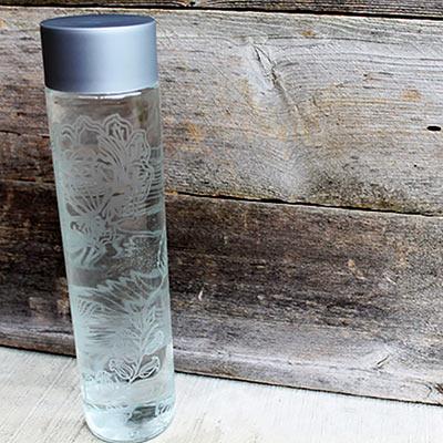 Стеклянная бутылка для воды с гравировкой своими руками