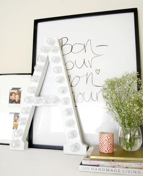 Буквы из картона для декора спальни