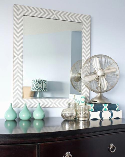 "Зеркало обрамлённое узором ""в елочку"" для декора спальни"