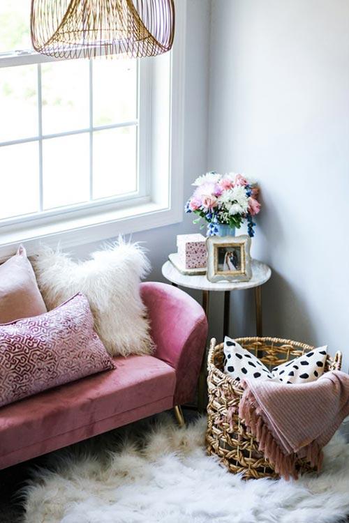Уютный уголок для декора спальни