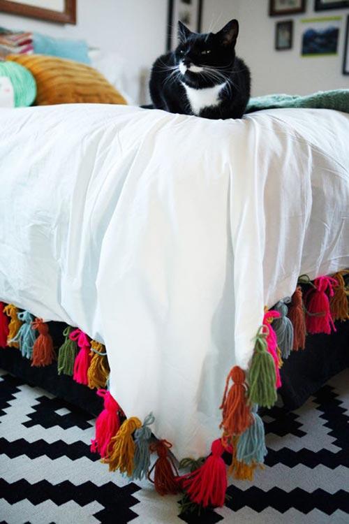 Пододеяльник с кисточками из пряжи для декора спальни
