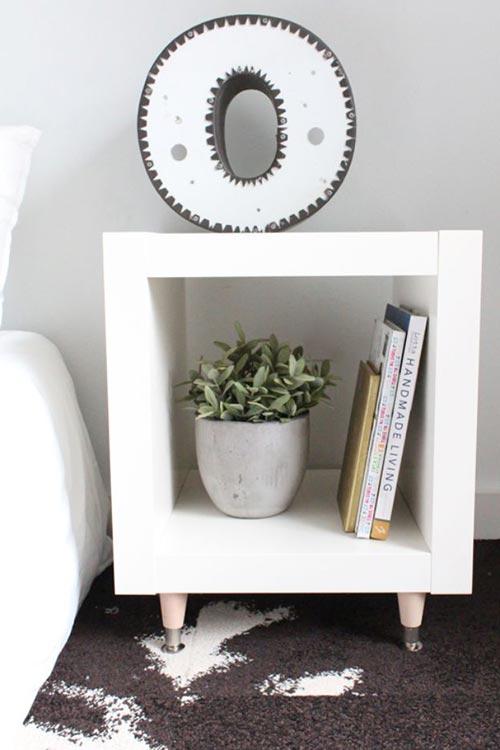 Прикроватная тумбочка от IKEA для декора спальни