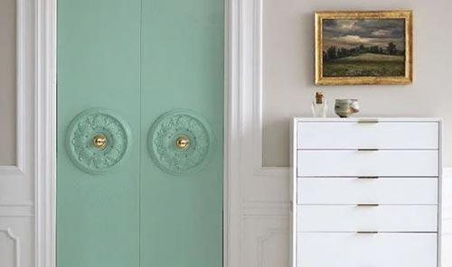 Декорируем дверь в спальне