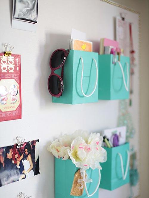 Мини-полки из бумажных пакетов для декора спальни