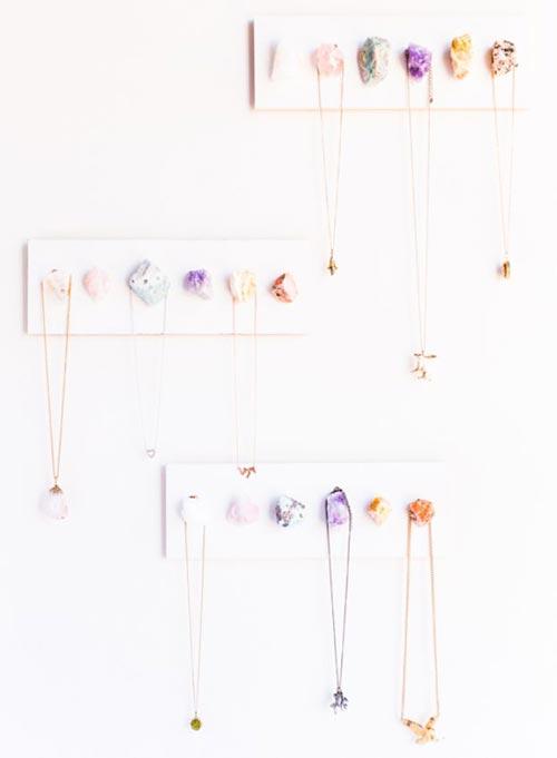 Вешалка для ожерелья из необработанных камней для декора спальни