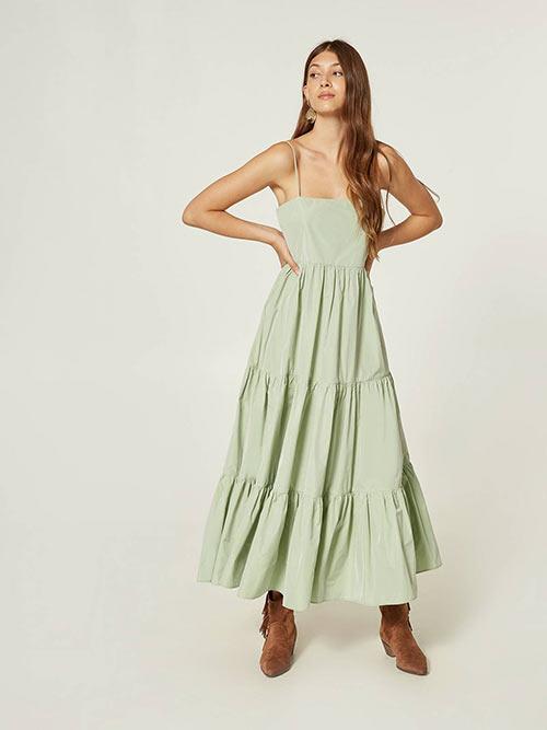 Недорогое длинное платье с оборками от Motivi