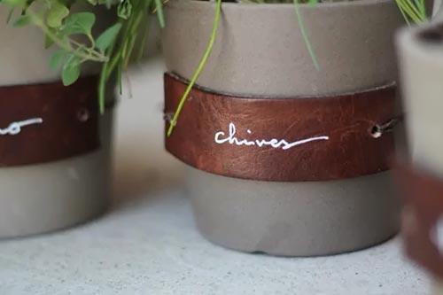 Бирки для домашних растений из старых кожаных вещей